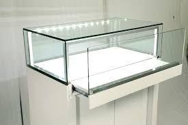 Изготавливаем витрины для магазинов.