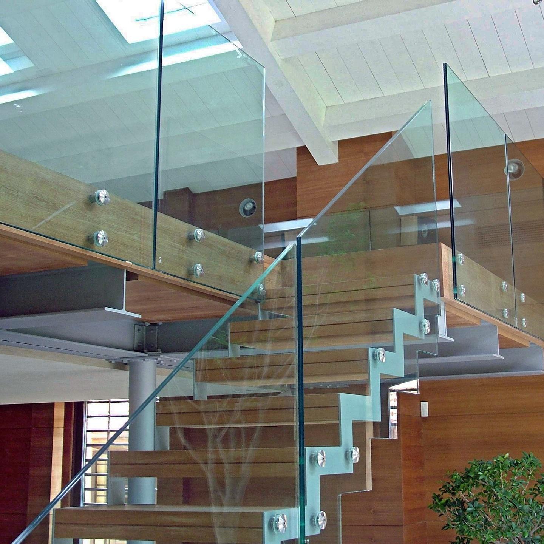 Мы прошли обучение по работе с новой фурнитурой для стекла.
