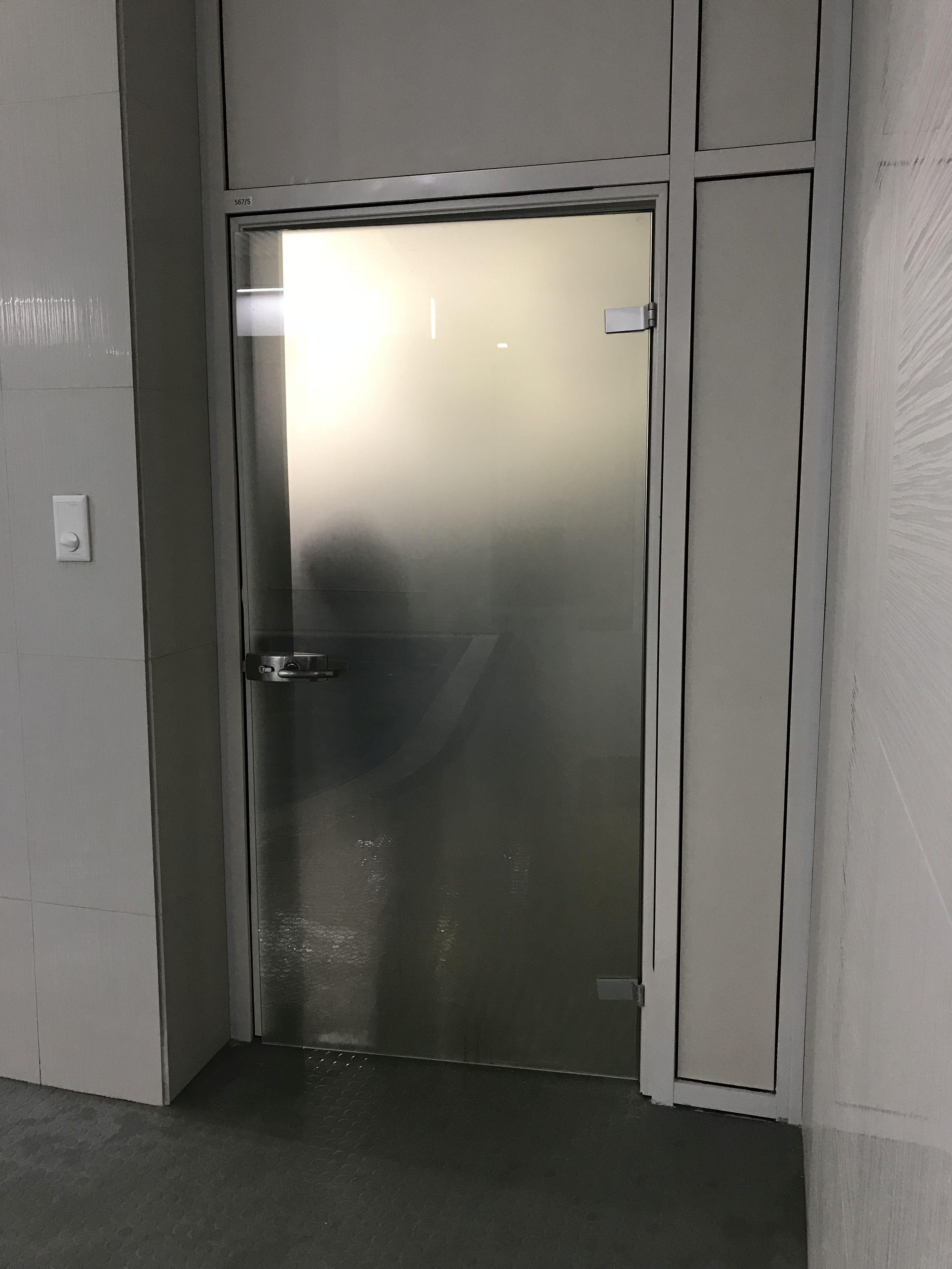 Дверь из закаленного стекла