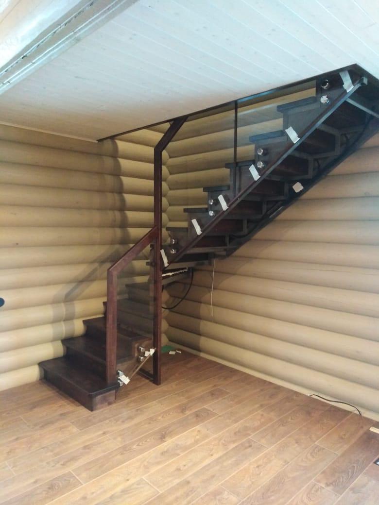 Ограждение лестницы из триплекса
