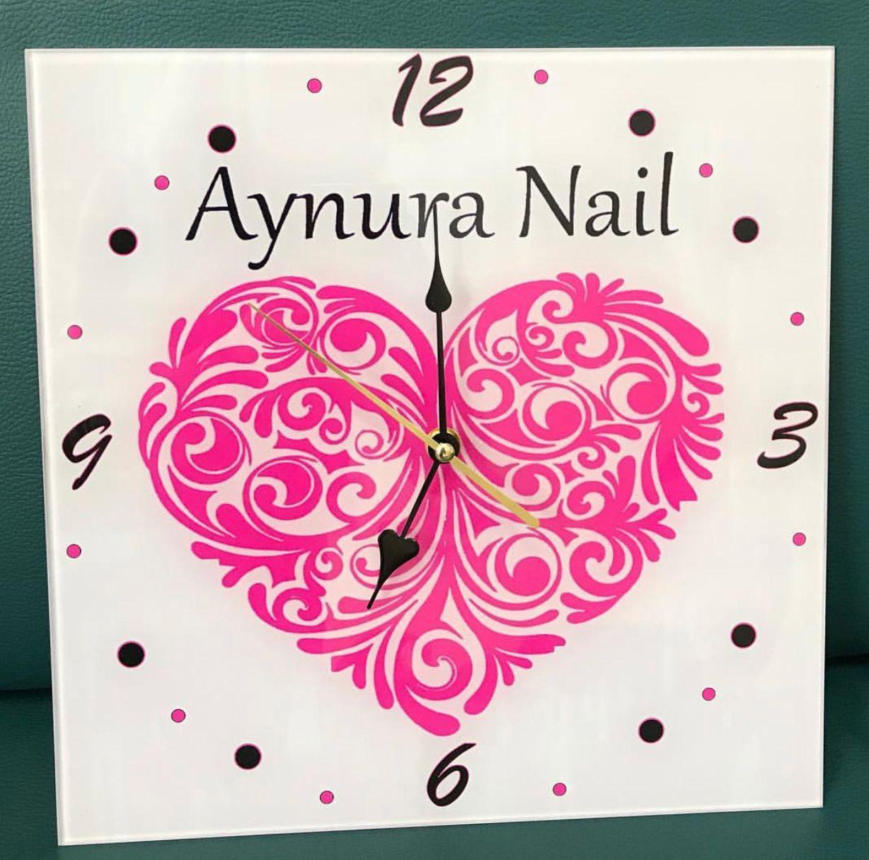 Часы с логотипом компании